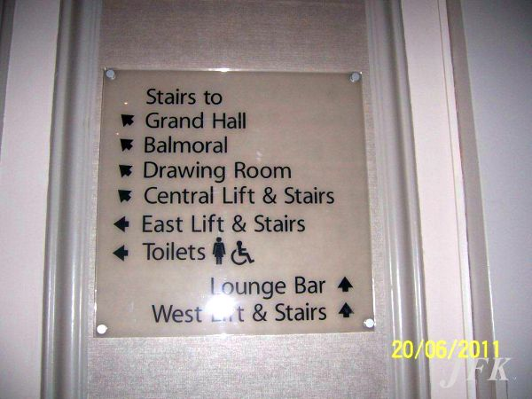 Directional Signs for Easy Hotel